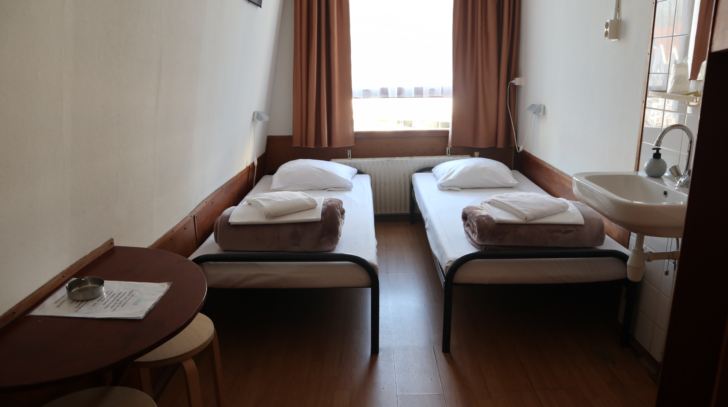 Twin room (two beds)